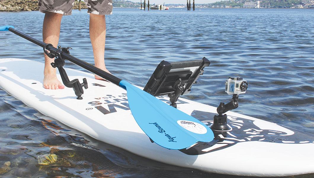 Diverse RAM Mounts houders op een paddle board