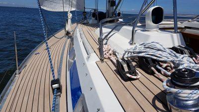 Topdek op een zeilboot